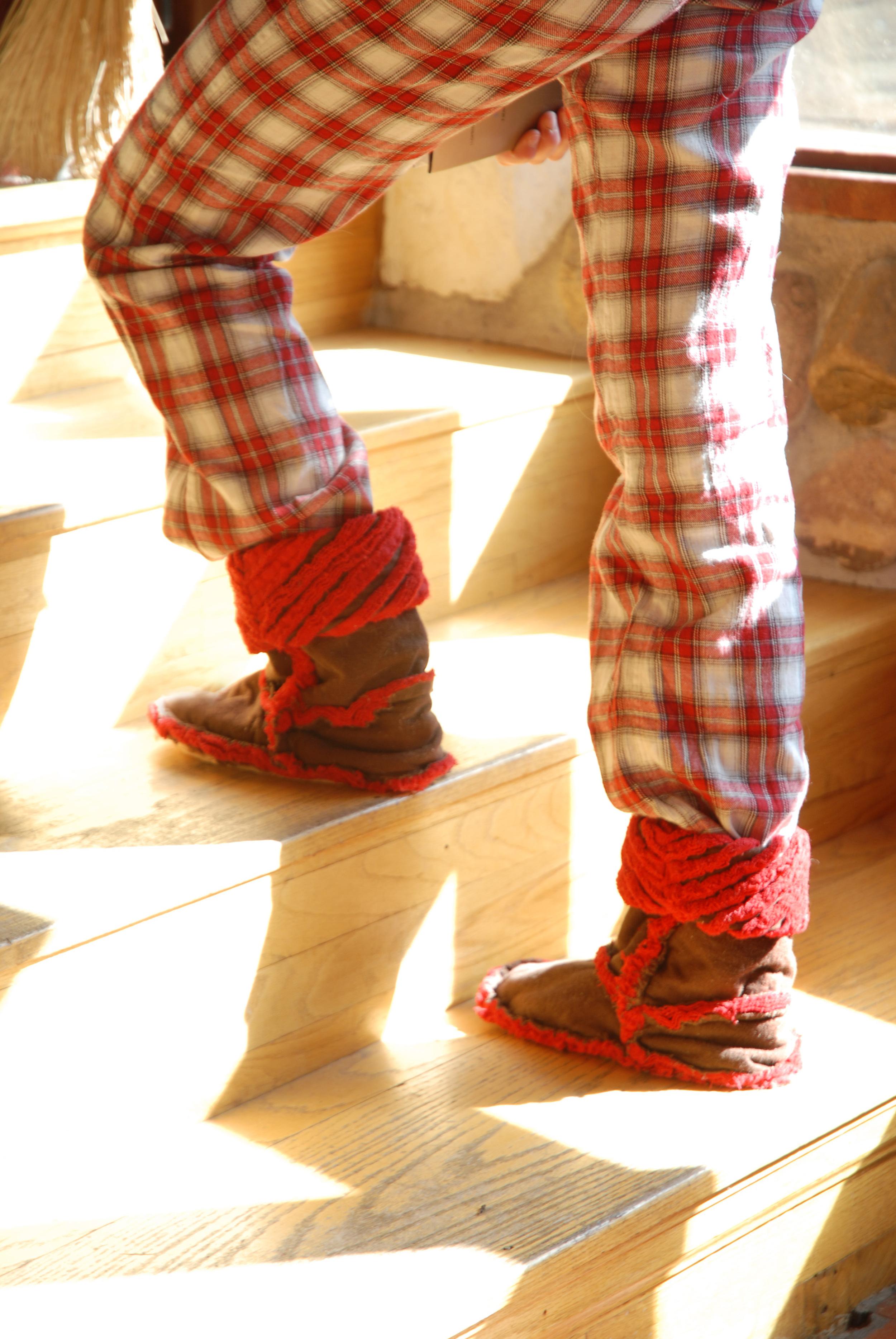 boots cam climbing stairs.jpg