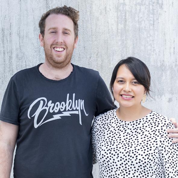 Jonathan , de nacionalidad inglesa, y  Kimberly  son diáconos en iglesia Reforma y sirven a la iglesia coordinanndo el grupo de adolescentes.