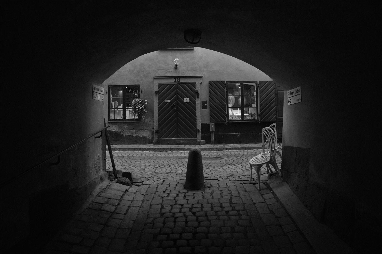 Sweden-BW-Tunnel.jpg