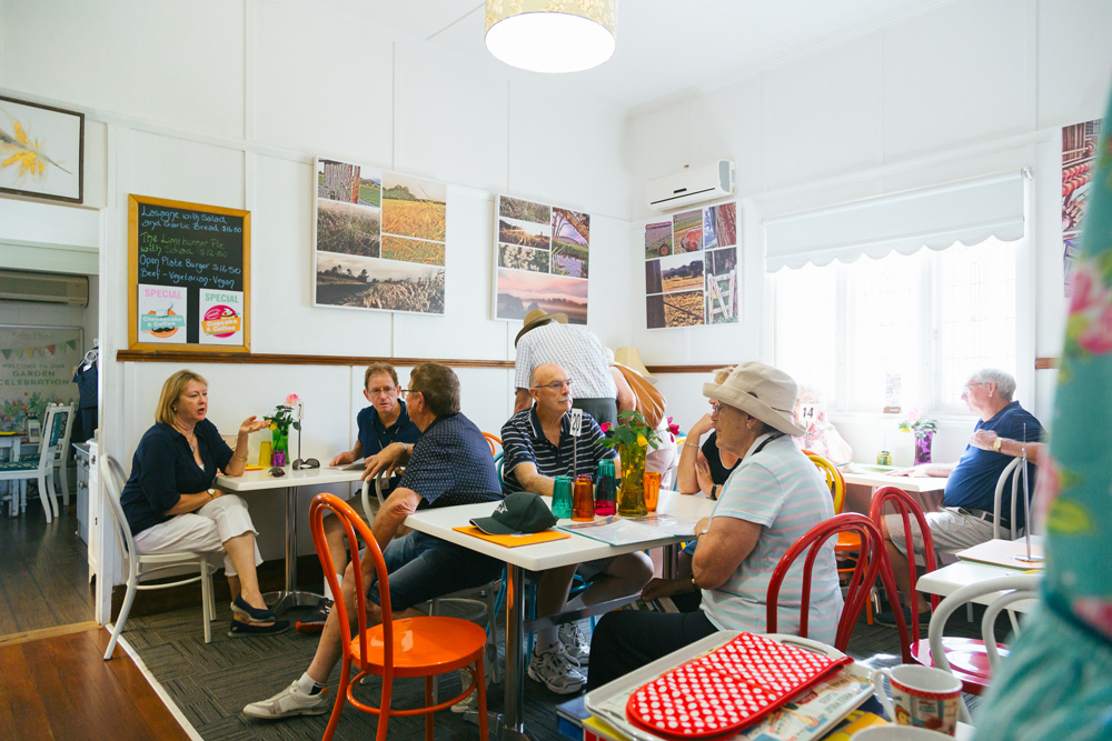 crepe-myrtle-tea-and-coffee-rooms-intside-eating-area-crowd.jpg