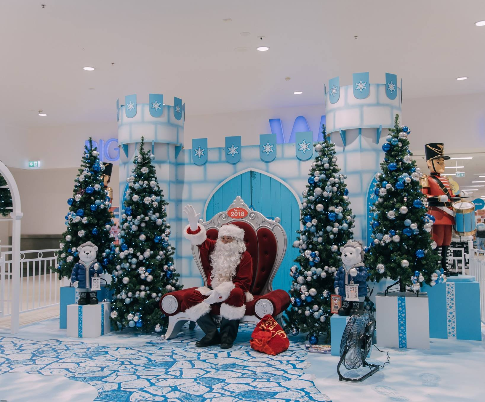 christmas 2018 display think team santa waving.jpg