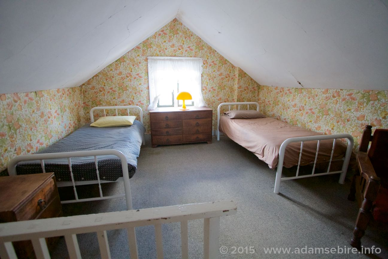Attic bedroom 1 (two single beds)