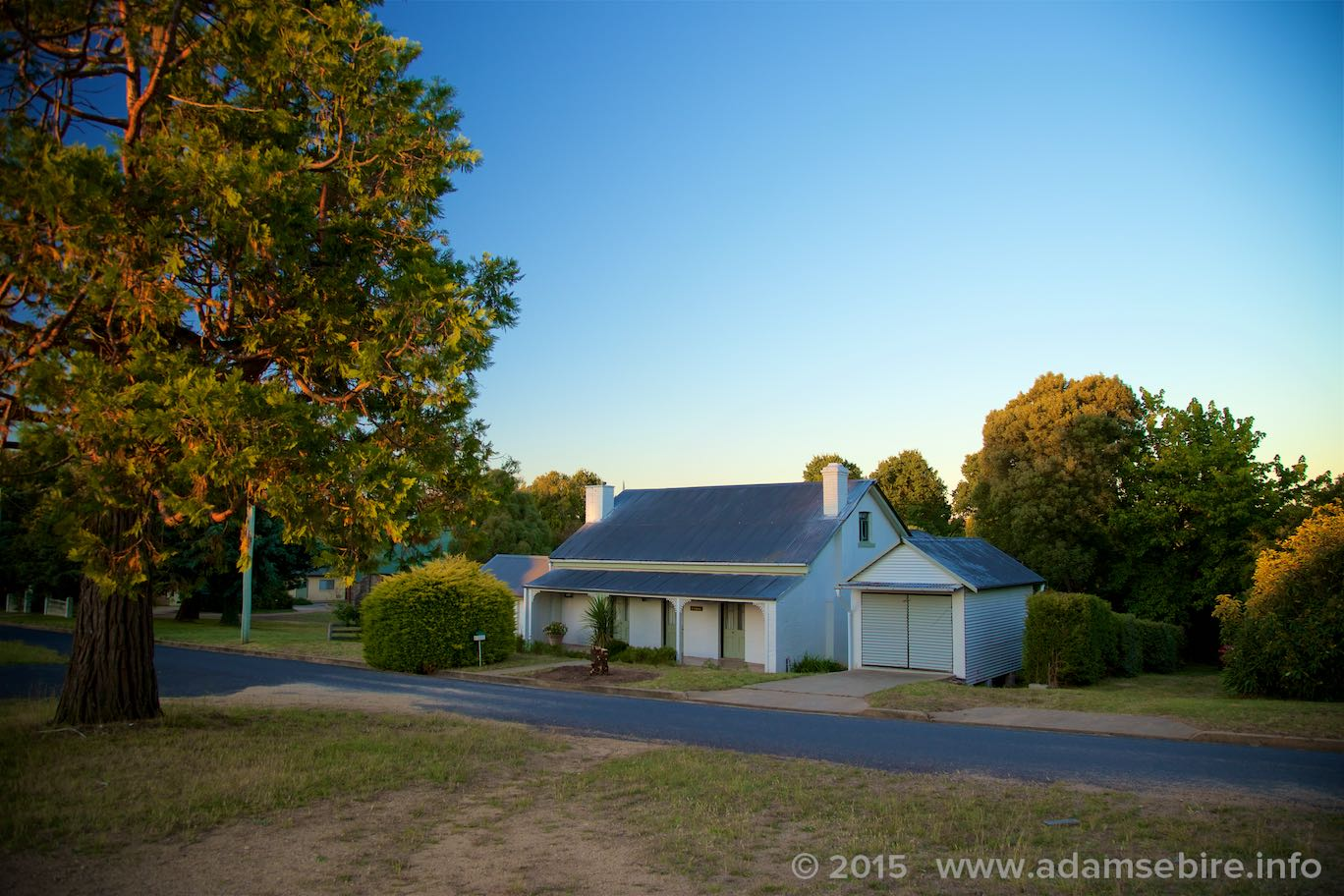 ⓘ If you're looking for accommodation for  more  than four people, or in a charming country town, we also offer Boonah: a lovely old family-sized house with a large garden ideal for short-term rental or holiday lets, in nearby Bombala:  www.adamsebire.info/boonah