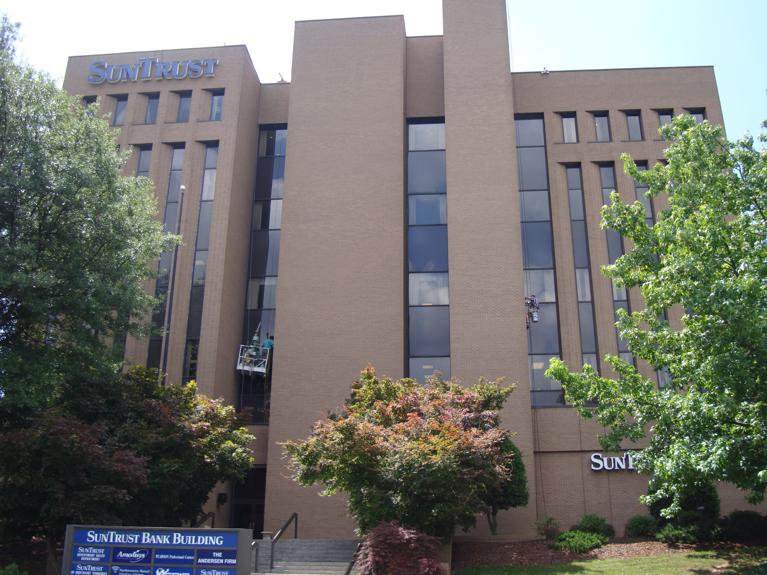 Suntrust Bank - Johnson City, TN - Built in 1979 - 5 Stories - Modernism Style - Commercial Office Use