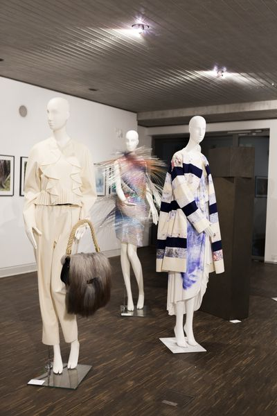 03_High_Ress_20171129_LB_Ausstellungseröffnung_Reportage_Fashion_Objects_Concepts_&_Visions_Edit (27 von 75).jpg