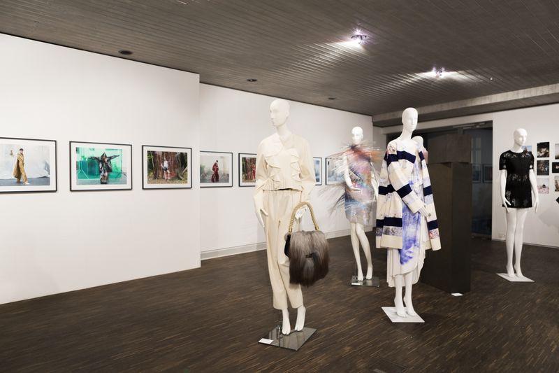03_High_Ress_20171129_LB_Ausstellungseröffnung_Reportage_Fashion_Objects_Concepts_&_Visions_Edit (28 von 75).jpg