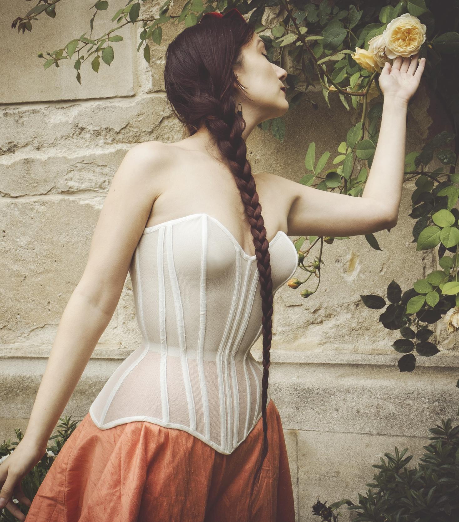 corset by moruadesigns modelled by victoria dagger copyright jenni hampshire 2014