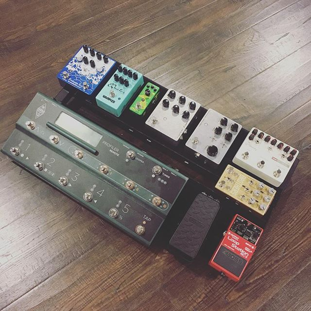 About to wire this rig up for some music making! 🎶 🔥 #studio #record #recordingstudio #efx #pedalboard #pedalboards #studioflow #kemper #kemperamps #dunlop #chaseblissaudio #keeleyelectronics #fairfieldcircuitry #cnzaudio #wampler #earthquakerdevices #johnsoncitytn  #tennessee #tn #delay #reverb #distortion #overdrive #fuzz