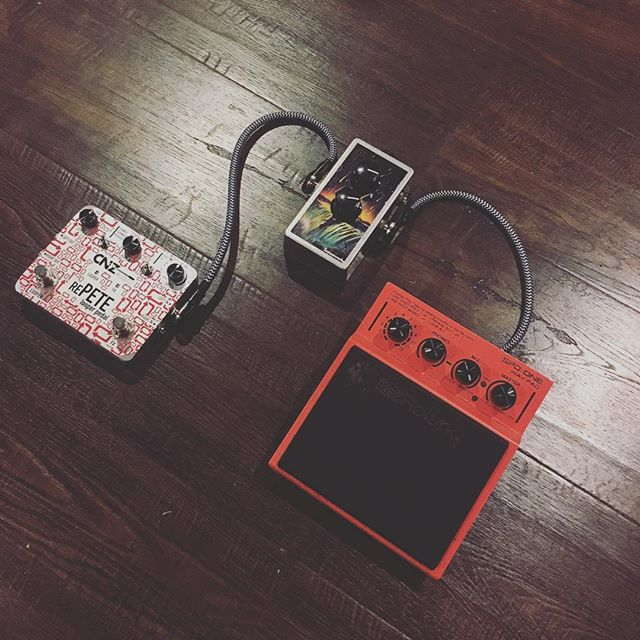 Having some fun with this little looping rig! @cnzaudio @saturnworkspedals @roland_us