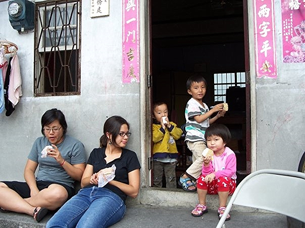 Me, my cousin Sara and some little cousins in Taiwan engaging in our favorite past time (eating ice cream sandwiches).