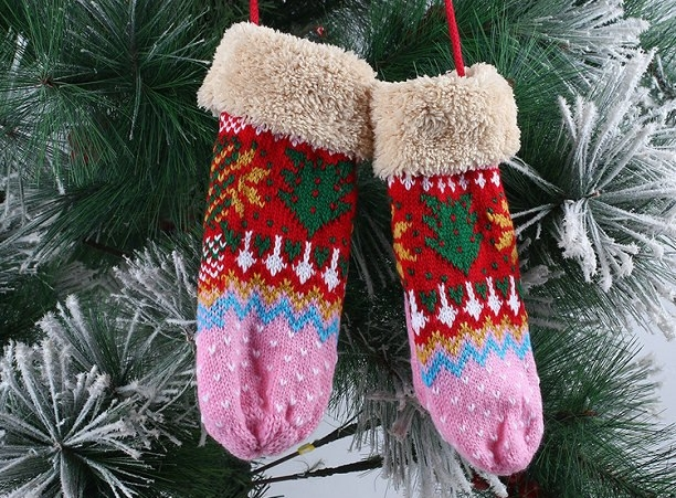 Winter-Gloves-Women-Christmas-Tree.jpg