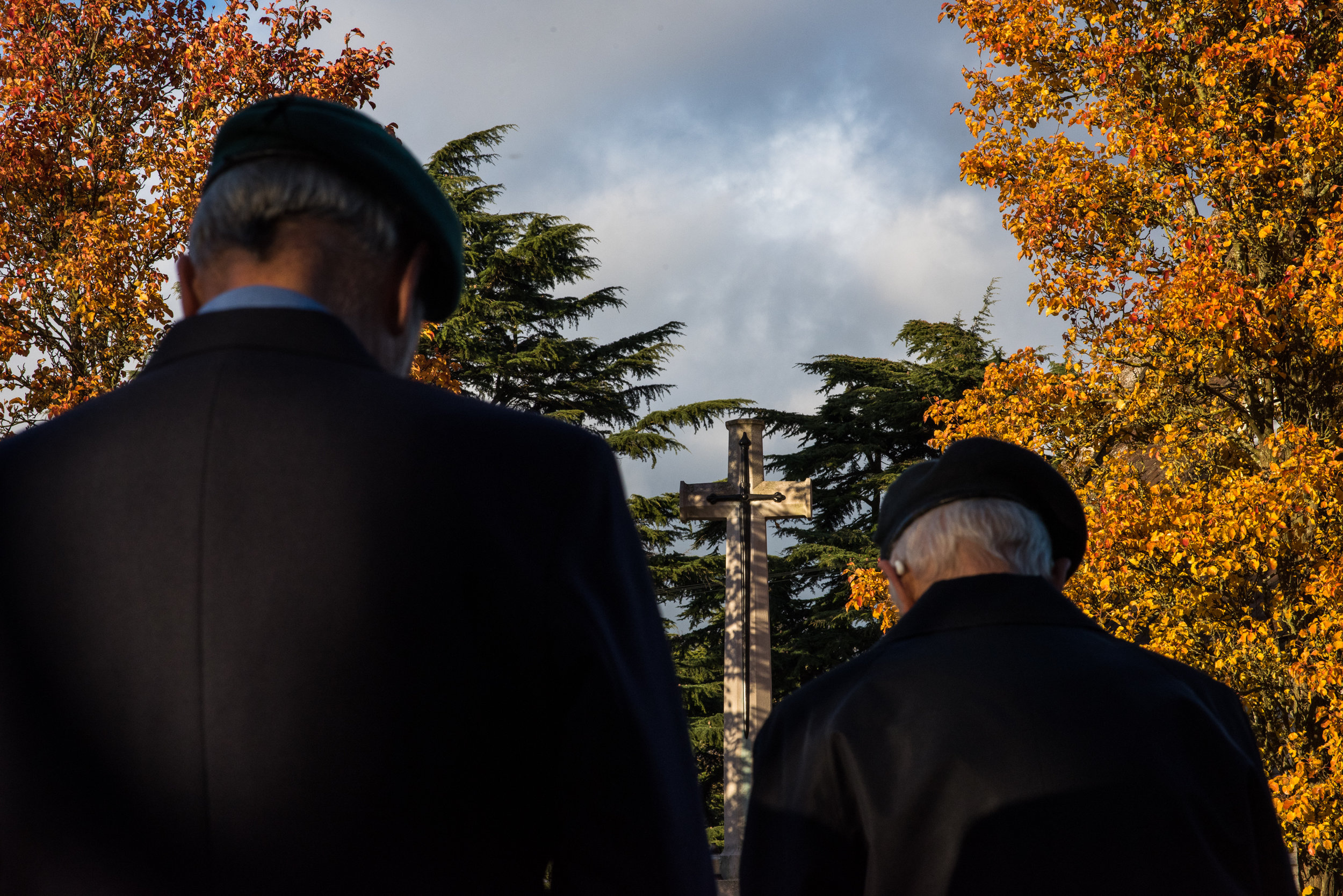 After hundreds at the 11am public service in the memorial garden, with no more than 6 veterans and 14 people in total, remembrance in the cemetery by the war graves felt very solemn and special