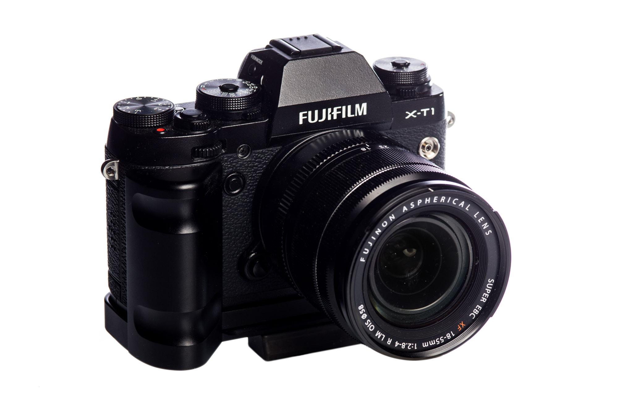 Die Fuji X-T1 ist in Größe und Aussehen mit meiner analogen Minolta X-700 vergleichbar. Das einzige was mich glücklicher machen könnte wäre ein Vollformat Sensor, jeoch verstehe und respektiere ich Fujifilms Entscheidung nicht in den stark umkämpften Sektor der Vollformatkameras einzusteigen.