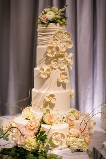 5a-intricate-icings-wedding-cake.jpg