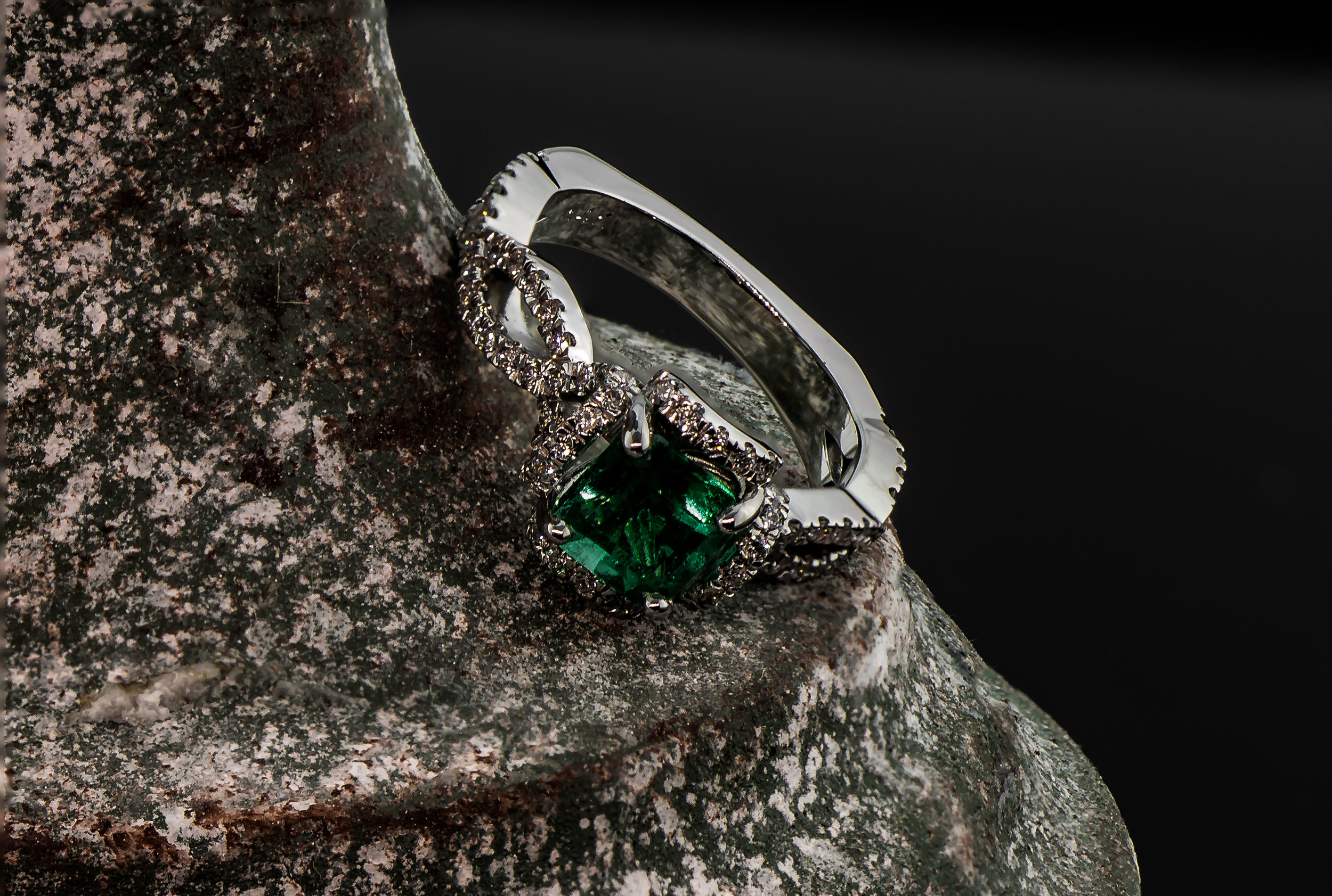 reigning jewels emerald ring-1-6.JPG