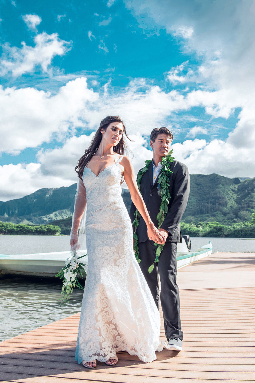 wedding-couple-kualoa-ranch-molii-garden.jpg
