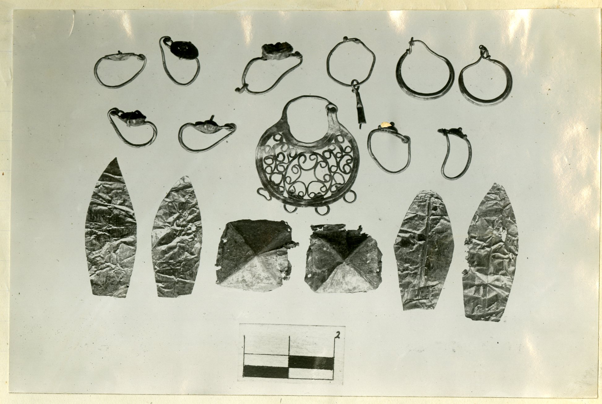 Gold earrings and foil from Tomb 295.