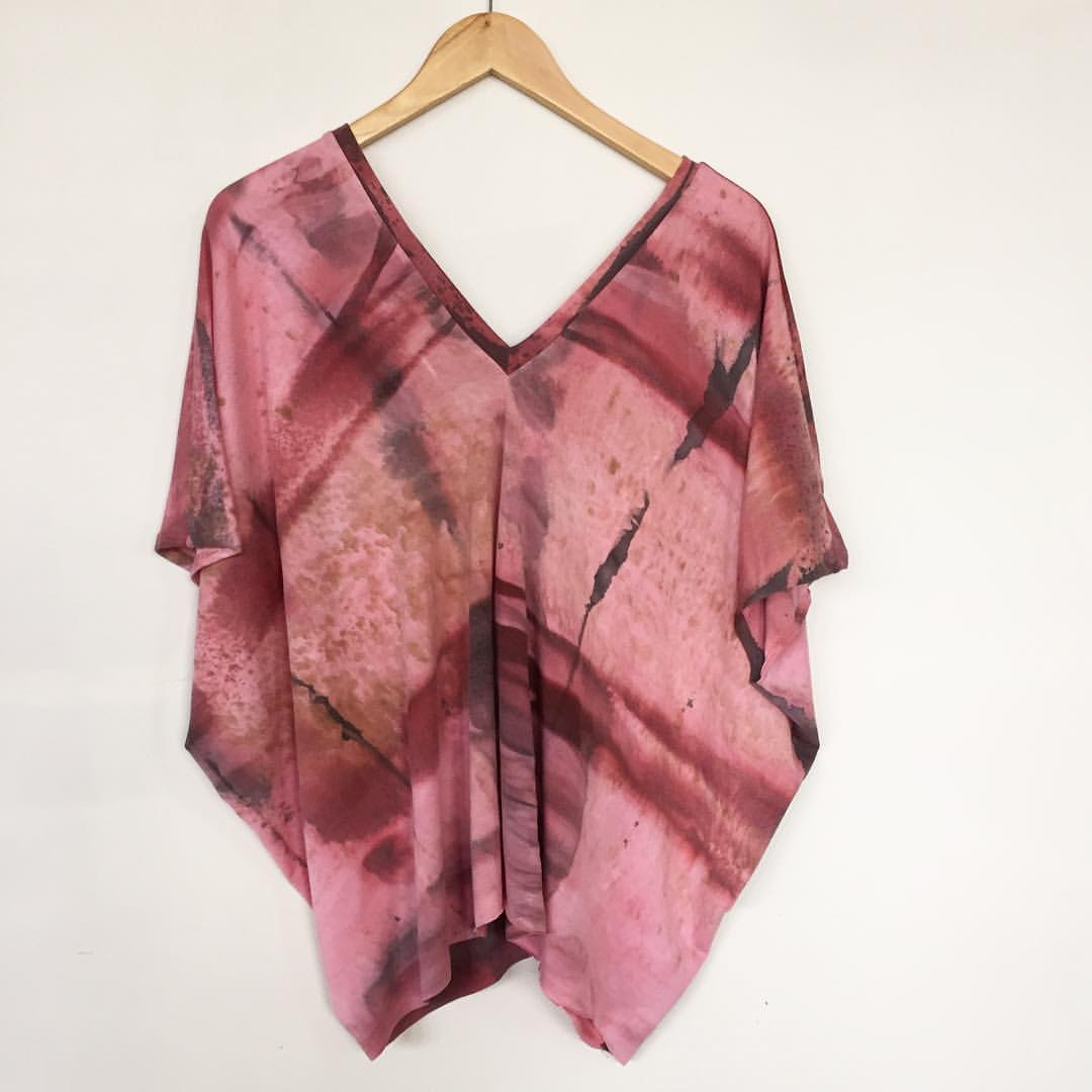 one of the new pieces heading out to @semblanceboutique soon- our double v-neck, one-size, handdyed caftan top in PINK