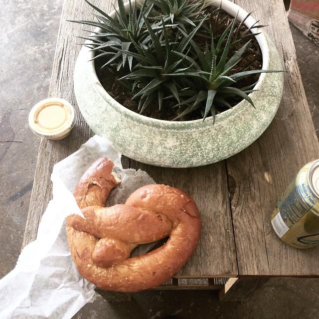 snacktime 😛 @angelfoodmn #angelfoodmn #pretzel #sparklewater #yum