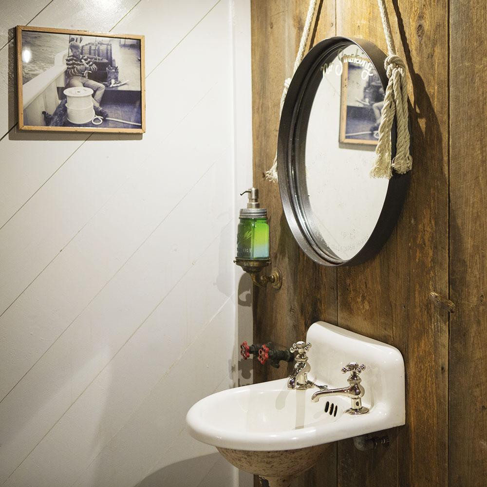 Bathroom-Grand-Banks.jpg