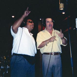 """Juan Carlos y Beto Hernández, Vocalista del Tropical del Bravo en plena grabación del tema: """"Abre el ojo"""", en el fabuloso Celedon´s Studio de McAllen, Texas."""