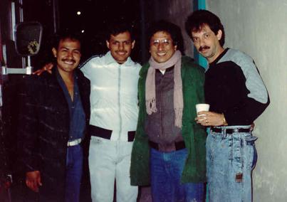 """En 1990 durante una gira en el Estado de Hidalgo, conocimos a Aldo Guibovich vocalista de """"Los Pasteles Verdes"""" y compositor de la balada: """"No fuiste fiel"""", melodía que forma parte de nuestras baladas mas queridas.  En la foto: José Luis Alvarado, Ricardo Pérez, Aldo Guibovich y Luis Alberto Barrera."""