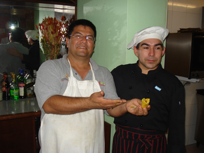 Otro gran amigo que pudimos conocer en este viaje, fue Oscar el chef del hotel. Martell y Oscar se intercambiaron recetas. A partir de ese día ¡Ya tuvimos salsa mexicana para el desayuno!