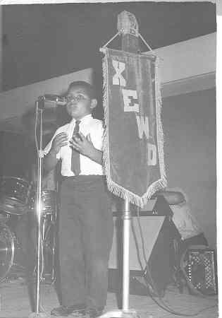 Enel 3er. año de primaria, gané mi primer concurso escolar de declamación a nivel regional.   El evento fue difundido por la emisora XEWD, de Miguel Alemán, donde años mas tarde presentaríamos nuestra primera grabación ya con todo el grupo.......uff....que recuerdos.....