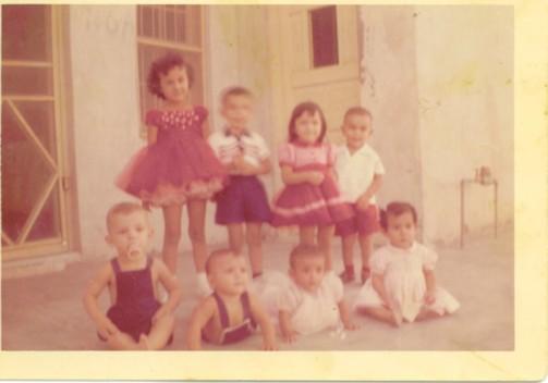 Mi infancia en Cd. Miguel Alemán la disfruté al máximo, siempre rodeado de mis hermanos y primos. Yo (al frente, lado izquierdo), siempre supe que tenía que hacer algo para trascender , la músicaha sido un gran intento.
