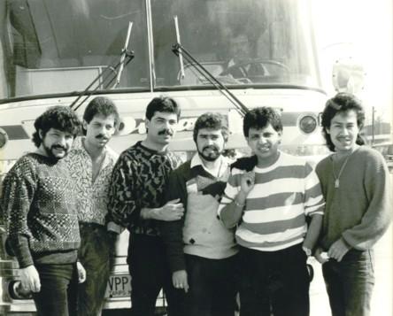 Así lucíamos cuando fuimos sorprendidos por el éxito en la década de los 80's.......iniciábamos una etapa de buena fortunay viajes mas allá de Tamaulipas.