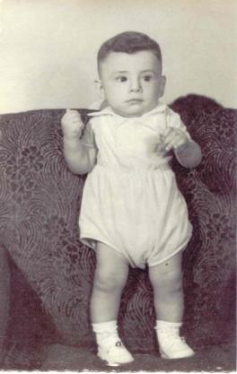 Nací en Cd. Miguel Alemán Tamps. Soy el Hijo mayor del matrimonio Barrera García. Me bautizaron con el nombre de mi padre: Raymundo.