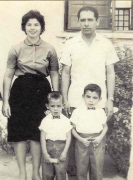 Esta fotografía es muy representativa de mi vida, pues, desde siempre,mi hermano Luis Alberto ha sido mi amigo y ambos, siempre hemos sido apoyados por nuestros padres.