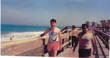 Mister Chivo me ha permitido recorrer muchos lugares interesantes. Aquíen Miami, Florida, con mis compañeros.