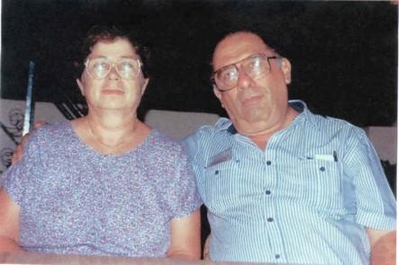 Nuestros Padres.... Don Raymundo Barrera (Don Ray) y la Sra. Endelia García de Barrera. Mi hermano Luis Alberto (Güero) y Yo, les vivimos eternamente agradecidos por habernos apoyado siempre en nuestra carrera. Ojalá que se sientan orgullosos del trabajo honesto y honrado que sus hijos hemos realizado, siempre siguiendo su guía y ejemplo. Que Dios nos los conserve y bendiga siempre.