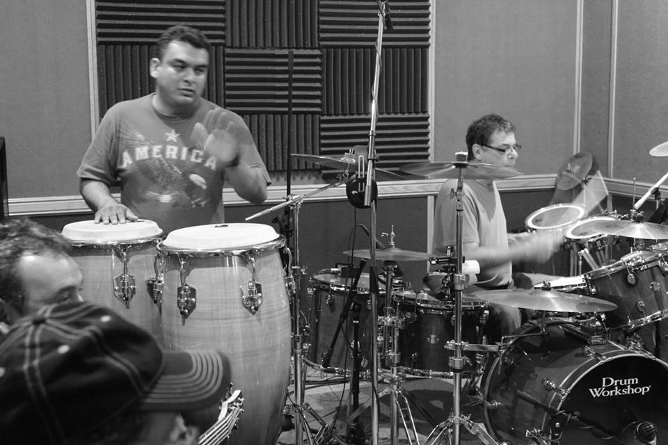 Mister Chivo Grabacion 2013... Victor y Raymundo concentrados en la grabacion...