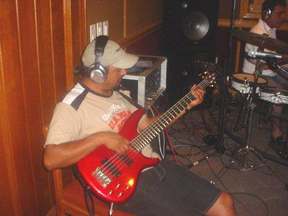 Cruz Angel grabando bass...