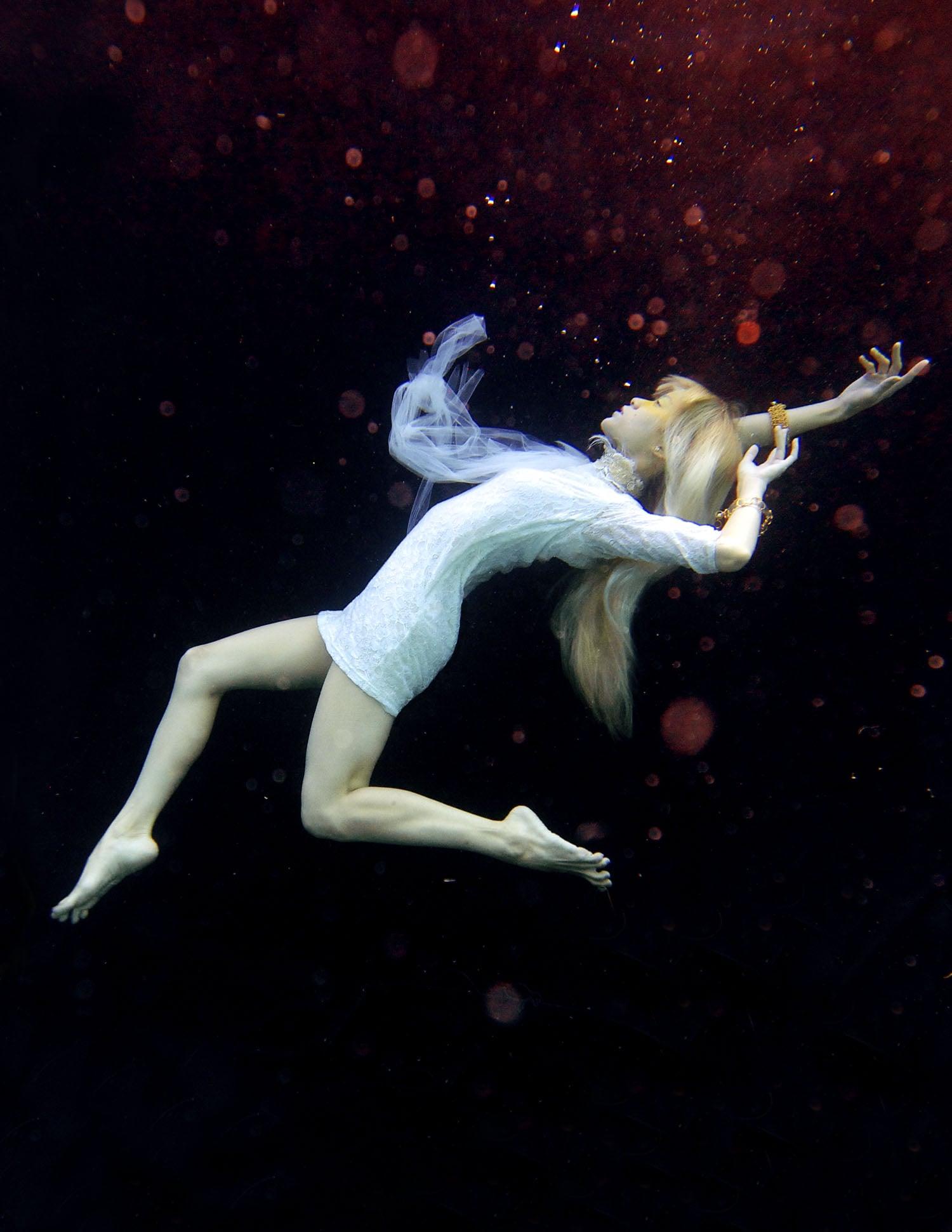 Yuki Underwater 004.jpg