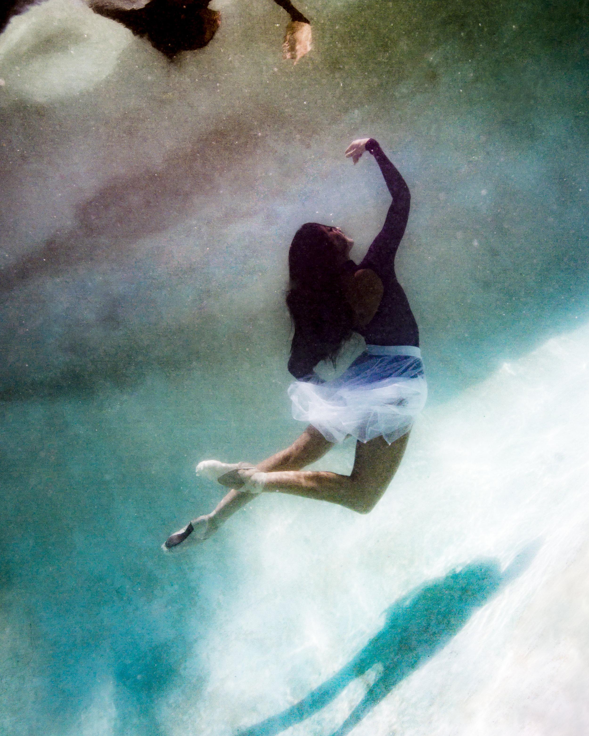 Faye Underwater-3.jpg