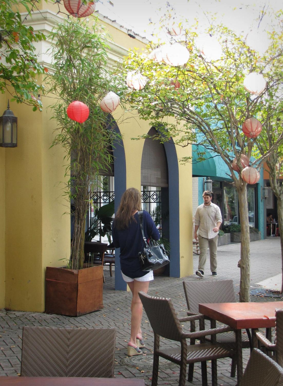 gigi reinette - jacksonville florida san marco sidewalk cafe lanterns