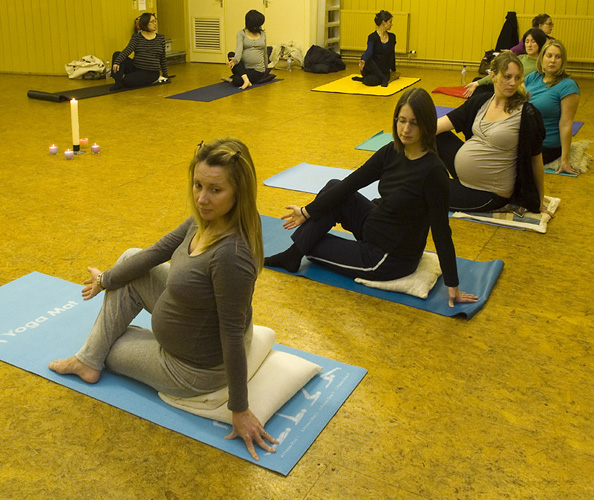 foot-pregnancy-yoga.jpg