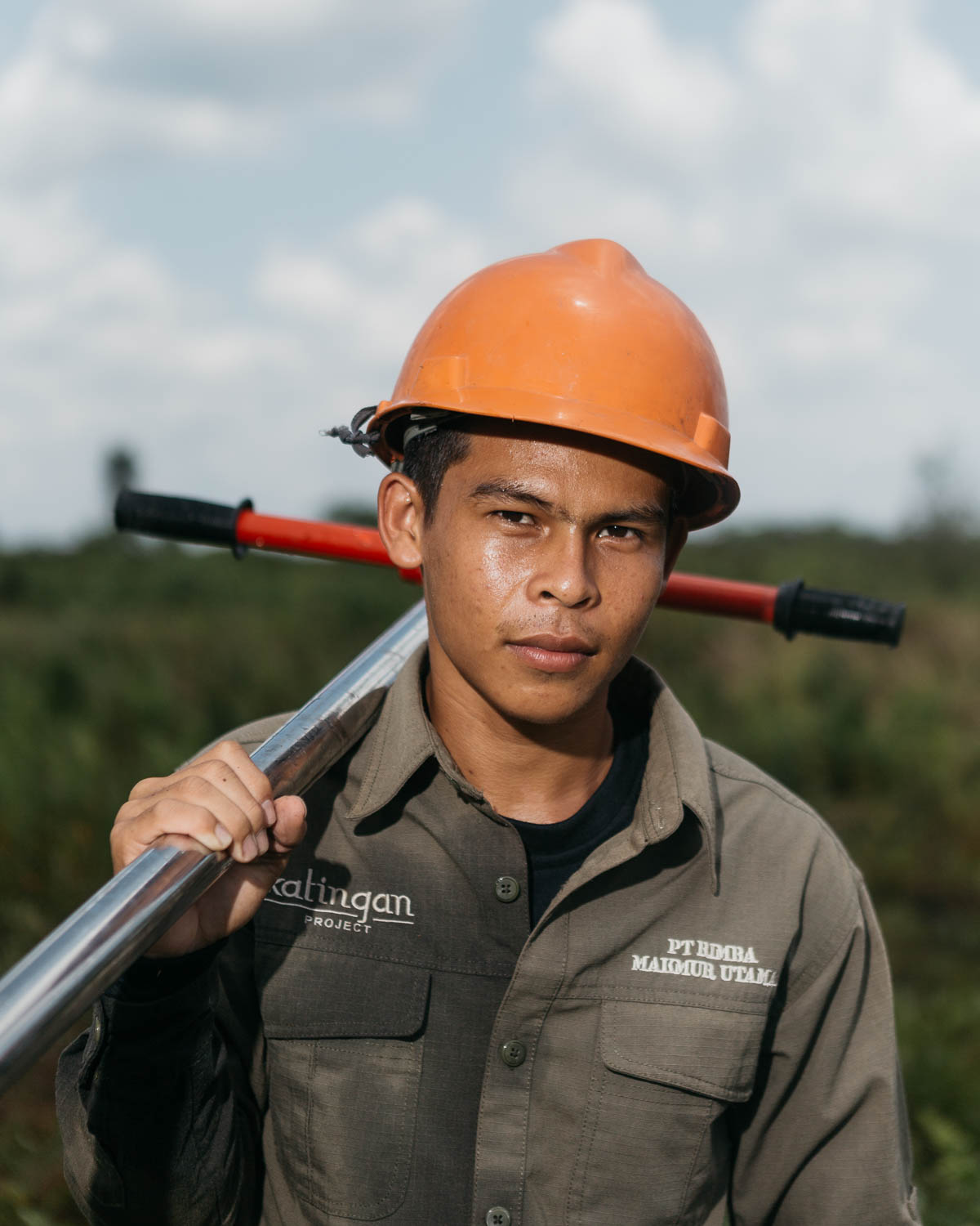 Portrait of Agus, a young local Dayak tribe, who joined PT Rimba Makmur Utama. He has many roles, one of them is firefighting.