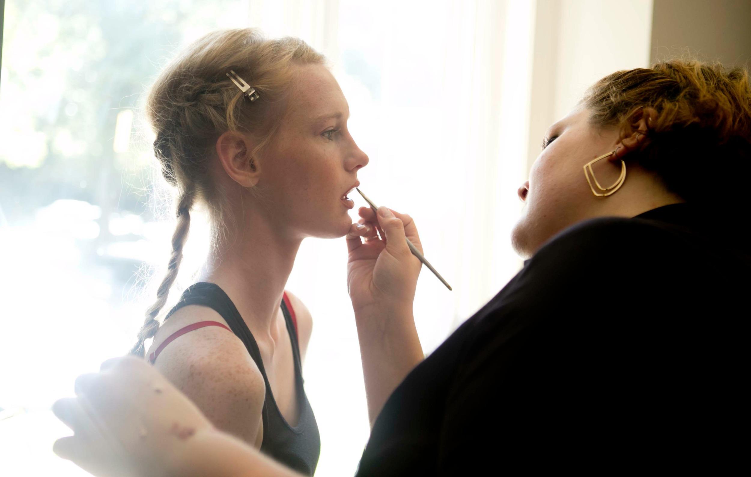 makeup applic +.jpg