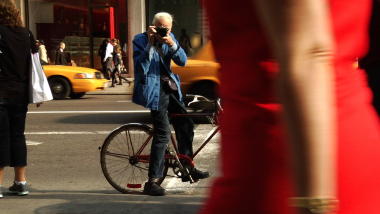 Bill Cunningham , the street-style photographer whose photo essays for The New York Times memorialized trends including fanny packs, Birkin bags, gingham shirts and fluorescent biker shorts, died on Saturday in New York. He was 87.