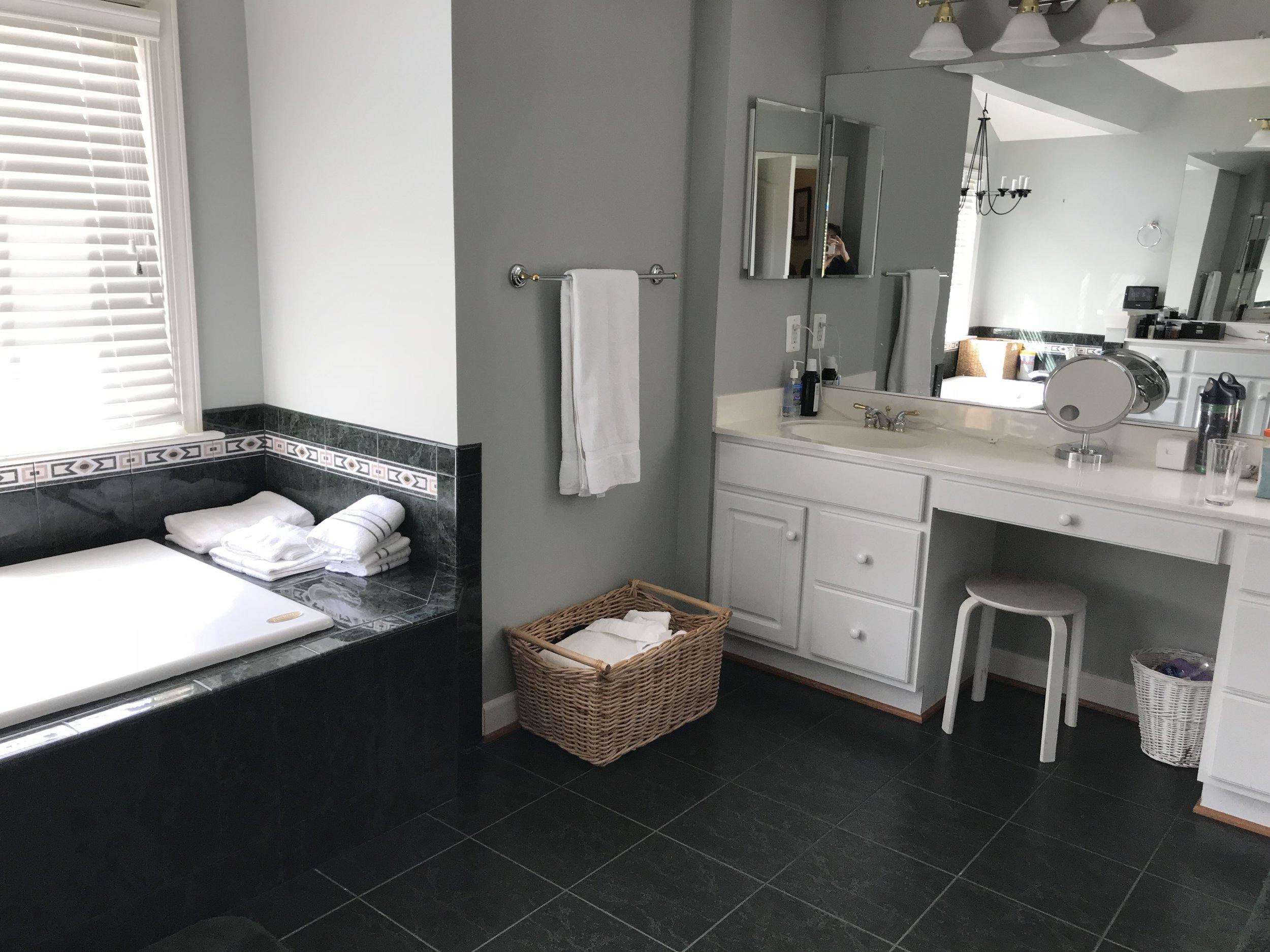 Bell_Bathroom_Before_2.jpg