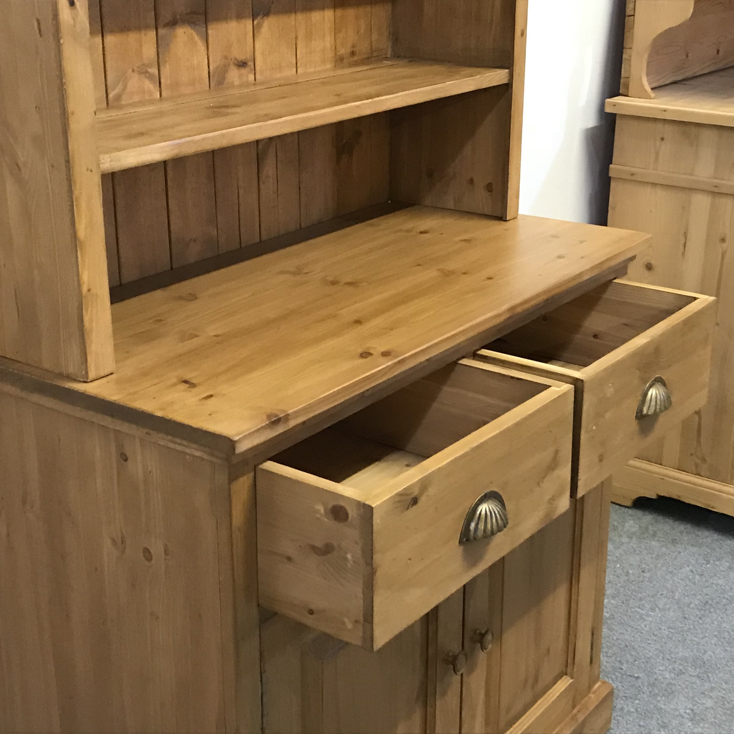 With or without drawers