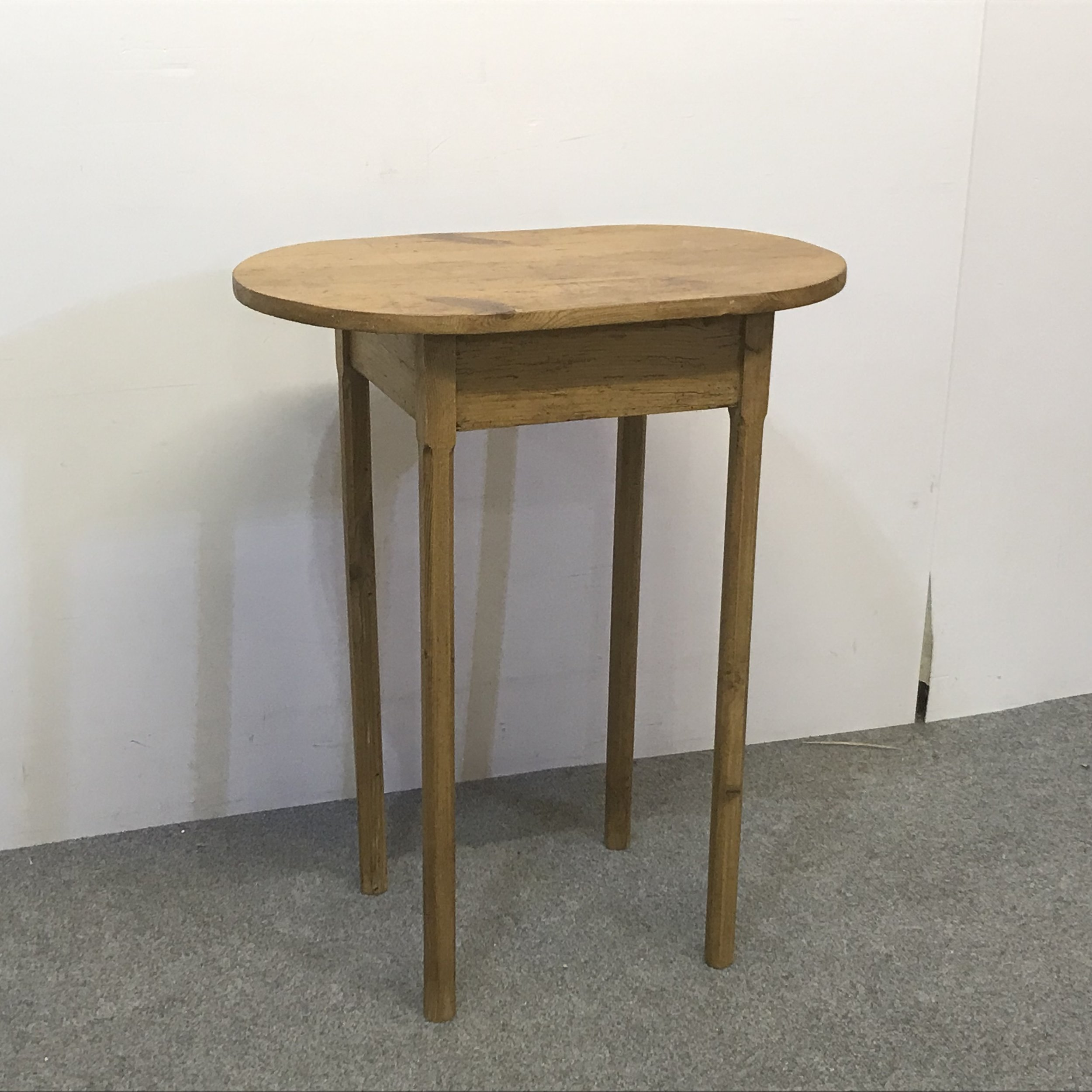 Small oval pine table