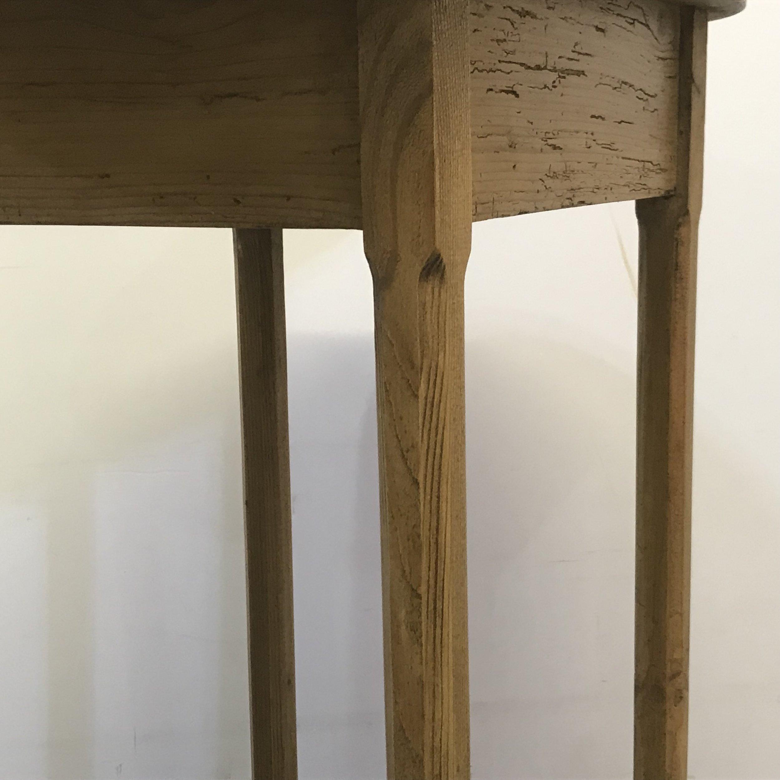 Octagonal table legs