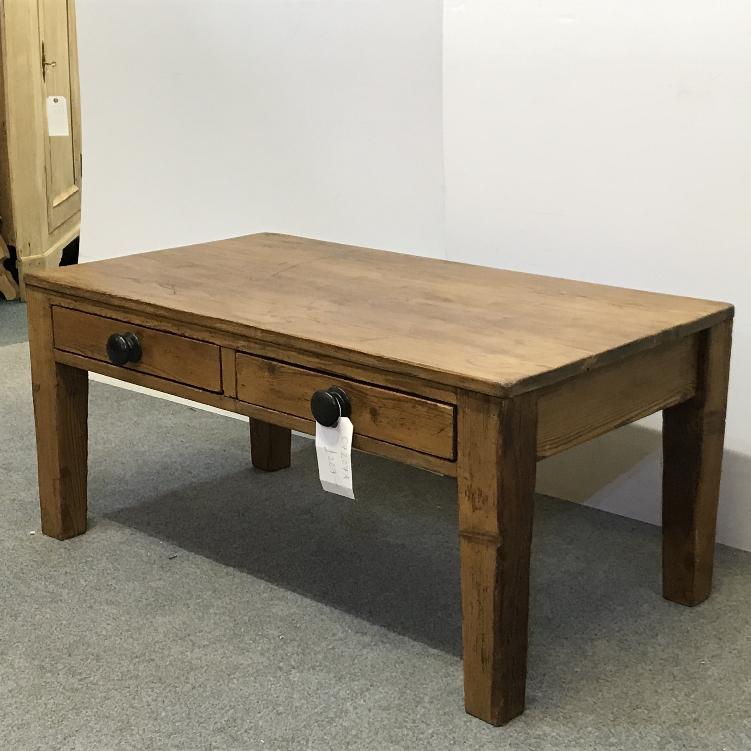 Coffee table with tapered legs