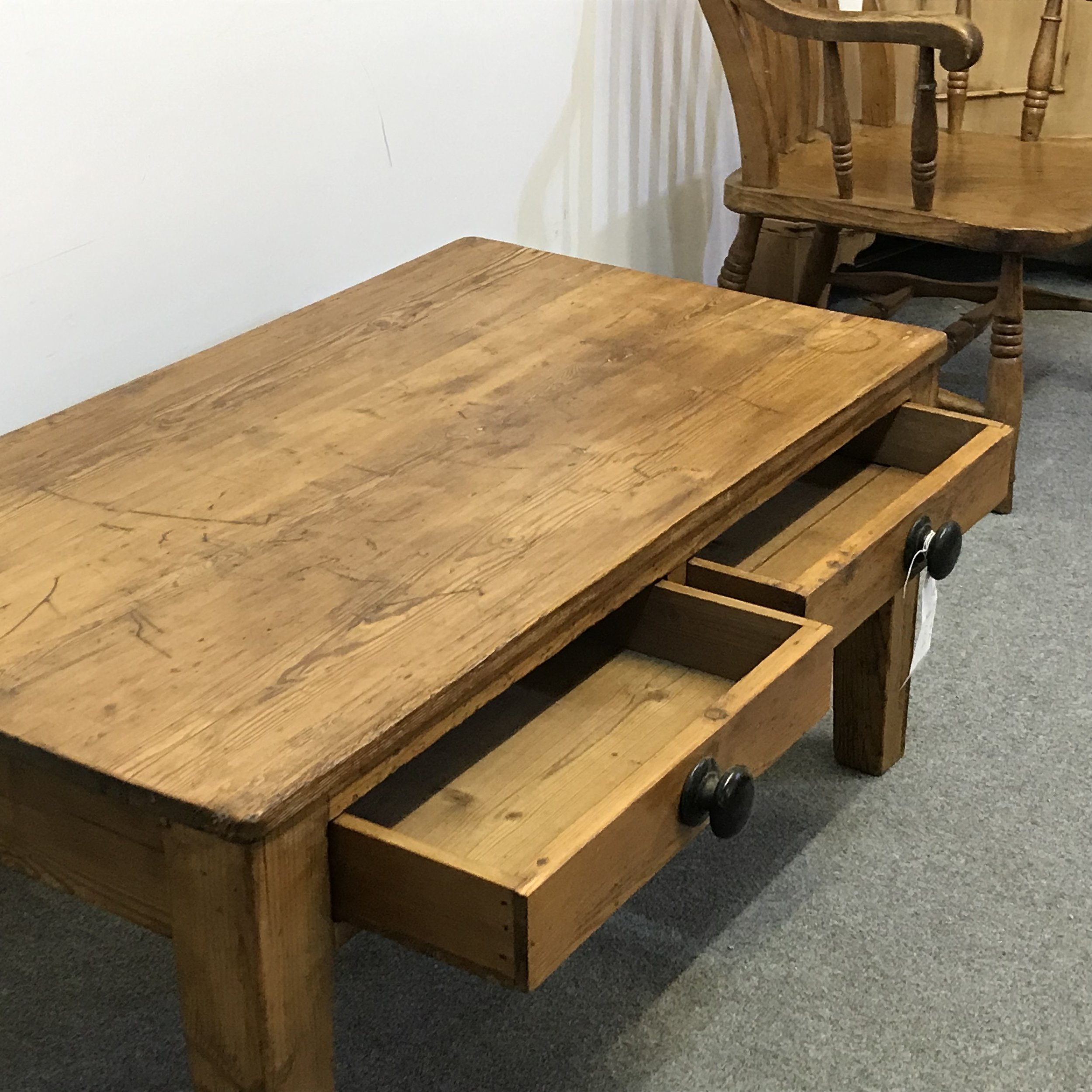 Pine coffee table with 2 drawers