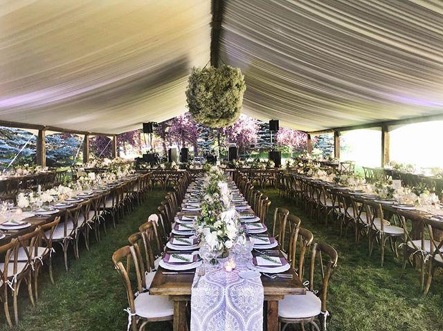 When it all comes together ✨ #heatherminorevents Floral: @tarabellaflowers  Linens: @latavolalinen  Table setting: @casadeperrin Menu Design: @juliekingstudio  Photography: @mksadler